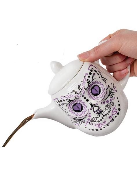 12515_thePHAGshop_Sugar Skull Cat Teapot- Use