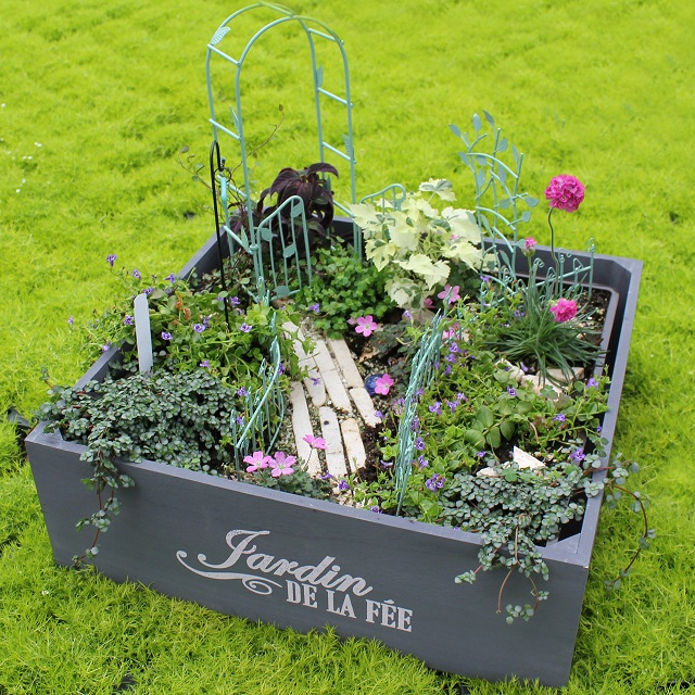 Fairy gardening jardin wood box phag - How to make a fairy garden container ...