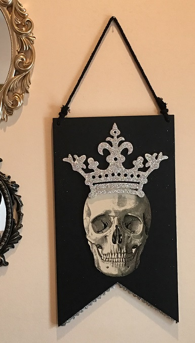 36065_thePHAGshop_Royal Queen Skull Wooden Banner