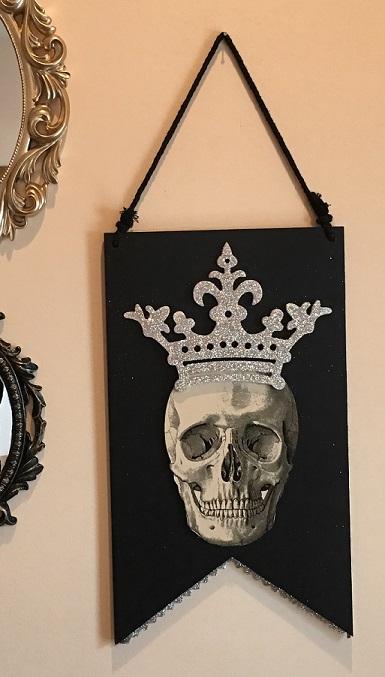 36065_thePHAGshop_Royal Queen Skull Wooden Banner