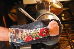 38853_thePHAGshop_Tattoo Art Oven Mitt- Use