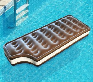 BMPF-IC_thePHAGshop_Giant Ice Cream Sandwich Pool Float-Use