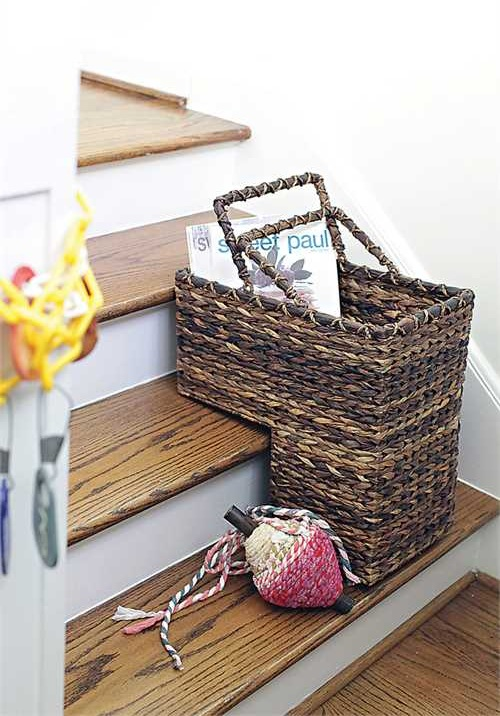 DA2452_thePHAGshop_Natural Woven Stair Basket- Use
