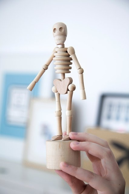 GG21 Lazy Bones Dancing Skeleton Sculpture