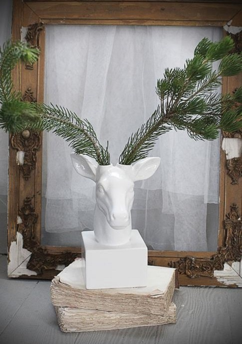 UN494_thePHAGshop_Dolomite White Deer Decor- Vase